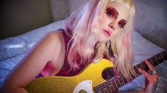 """We """"Got Stoned"""" With Globelamp's Elizabeth Le Fey Badass, Grunge, Best Friend Poses, Cool Makeup Looks, Sketch Poses, Women In Music, Photoshoot Inspiration, Natural Looks, Beauty Women"""