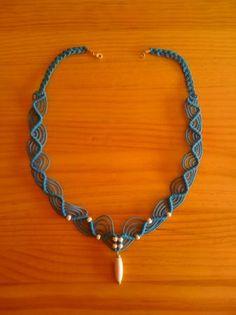 gargantilla macrame en azul gargantilla hilo encerado de algodon,madera blanca macrame