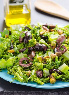 Broccoli Napolitana -- Quick side dish with Kalamata olives, parsley and pistachios. #cleaneating #glutenfree #vegan