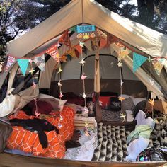 Ah, the art of glamping. Combining chic ideas with the outdoors, glamping is a way to have fun and be comfortable. Not quite camping yet not quite a s. Camping Hacks, Camping Bedarf, Camping Guide, Camping Checklist, Family Camping, Outdoor Camping, Camping Ideas, Backyard Camping, Camping Trailers