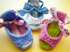 FREE PATTERN!  Baby Piggy Peeps Shoes... so cute!