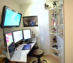 macbook pro and mac pro Diy Computer Desk, Computer Workstation, Office Workstations, Gaming Computer, Pc Setup, Desk Setup, Macbook Pro Accessories, Editing Suite, Desk Layout