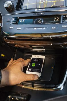 Leave the cables at home! 2013 Toyota Avalon charges Qi-enabled phones wirelessly