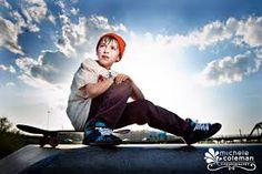 Image result for skateboard portrait photography Portrait Poses, Senior Portraits, Portrait Photography, Skateboard Images, Male Poses, Guy Poses, Senior Pictures Boys, Senior Guys, Park Photos