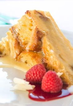 White Chocolate Bread Pudding Recipe with Raspberry Sauce This white chocolate bread pudding recipe is to die for.This white chocolate bread pudding recipe is to die for. White Chocolate Bread Pudding, White Chocolate Sauce, Chocolate Chocolate, Butterscotch Pudding, Healthy Chocolate, Raspberry Chocolate, Raspberry Bread, Raspberry Sauce, Pudding Pies
