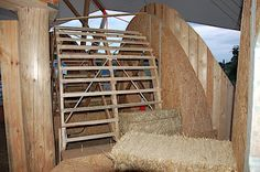 Today the last straw bales arrived - re-baled straw and by far not so easy to cut and prepare as the first bales, but this time with a right...