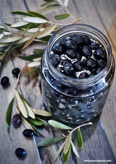 Ev yapımı siyah zeytin/ sele zeytini Different Vegetables, Homemade Black, Arabic Food, Homemade Beauty Products, Soup And Salad, Vegetarian Recipes, The Cure, Food And Drink, Snacks
