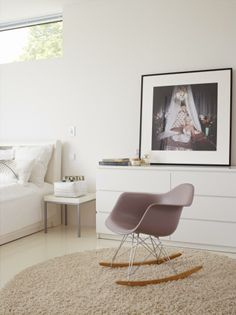 Eames RAR in Norwegian Huseby house Home Bedroom, Kids Bedroom, Sweet Home, Lay Me Down, Swedish House, Charles Eames, Rocking Chair, Decoration, Beautiful Images