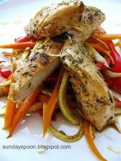Rosemary chicken fillet with veggie sticks / Φιλέτο κοτόπουλο με λεμόνι και δεντρολίβανο & μπαστουνάκια λαχανικών