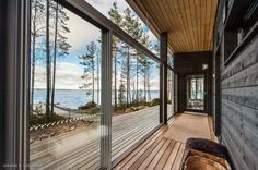 Modern Cabin in Finland Summer House Interiors, Cottage Interiors, Modern Glass House, Modern House Design, Glass Cabin, Summer Cabins, Home Building Design, Weekend House, Prefabricated Houses