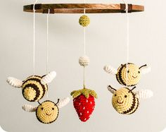 Bumble Bee Mobile Crochet Pattern от TheWonkyStitch на Etsy
