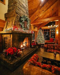 Living the mountain dream, snuggled away in a cabin in the woods Cabin Christmas Decor, Cozy Christmas, Country Christmas, Winter Cabin, Cozy Cabin, Cozy House, Casas Country, Christmas Aesthetic, Log Cabin Homes
