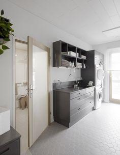 Interior Design Small Utility Room, Housekeeping, Villa, Bathtub, Interior Design, Bathroom, Room Ideas, Laundry, Home Decor