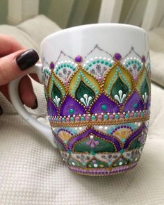 Russian artist Anastasia Safonov makes decorative tableware that's hand-painted with mesmerizing mandala art. Her ceramic plates, mugs, and magnets are painted, dot-by-dot, using acrylic paint in a wide range of vivid colors and finishes. Dot Art Painting, Mandala Painting, China Painting, Ceramic Painting, Pottery Painting Ideas, Mandala Artwork, Painted Mugs, Painted Rocks, Hand Painted