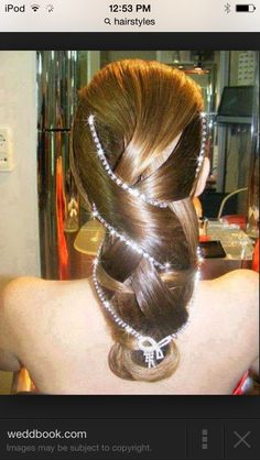 I love pearls and this hair style;)