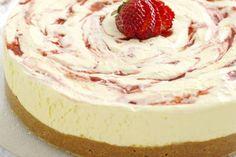 Osteiskake med jordbær Ice Cake, Dream Cake, Coffee Cake, Sorbet, Panna Cotta, Cheesecake, Deserts, Frozen, Goodies