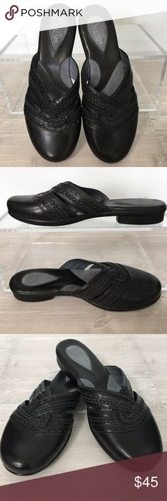 Clarks Artisan Woven Black Mules Size 7.5 NEW Black Woven Mules from the Clarks Artisan Collection. Notice the detailing across the top.  Beautifully made!  The footbed is well cushioned with Suede.  The uppers are of genuine leather.  NWOT. Size 7.5 Clarks Shoes Mules & Clogs