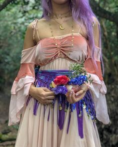 Boho hippie chic is one of our unequaled most loved style vibes, however, it tends to be dubious to pull off. Wouldn't it be incredible on the off chance that you had basic, stunning ideas to enable you to nail hippie style instantly?Try out vestsExp Gypsy Style, Boho Gypsy, Hippie Style, Hippie Boho, Boho Style, Hippie Dresses, Hippie Outfits, Bohemian Dresses, Beach Dresses