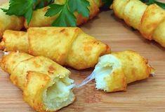 Tahle pochoutka se u vás bude jíst denně. Představujeme vám bramborové rohlíčky se sýrem - Slovak Recipes, Russian Recipes, Vegan Recipes, Cook N, Bread And Pastries, Rodin, Food 52, Food To Make, Chicken Recipes