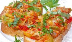 Iahnie de dovlecei Romanian Food, Romanian Recipes, Bake Zucchini, Bruschetta, Vegetable Pizza, Deserts, Good Food, Veggies, Dishes