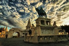 The Buda Castle-St Stephen statue