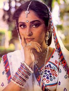 Main Awara Hoon, 1983 #JayaPrada Beautiful Bollywood Actress, Most Beautiful Indian Actress, Beautiful Actresses, Most Beautiful Women, Beautiful Heroine, Prada, Actress Anushka, Vintage Bollywood, Indian Celebrities