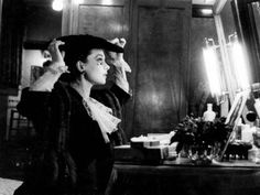 Vivien Leigh photographed by Cecil Beaton in her dressing room at the Lyceum Theatre in Edinburgh, 1942