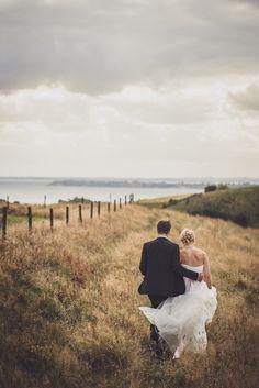 Fotograf i Skåne @fotografidahenriksson #glumslöv #glumslövsbackar #bröllop #porträtt #bröllopsporträtt