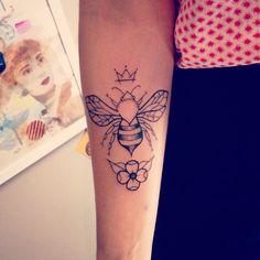 #tattoo #tatuagem #abelha #bee #rainha #tavo #tavotattoo #ink #newtradicional #dotwork #queen #queenbee