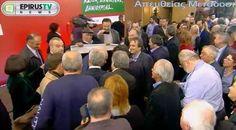 EPIRUS TV NEWS: ΙΩΑΝΝΙΝΑ:Ηλικιωμένος με πανό του Γεώργιου Παπανδρέ...