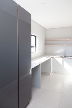 1058 on Schapejacht - Crontech Consulting Building Architecture, Interior Architecture, Interior Design, Modern Grey Kitchen, Central Island, Timber Wood, Table Seating, Country Estate, Counter Top