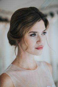 Natural Bridal Make-up by Nike Nitz Photo: Honeymoonpictures