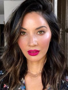 DEBORAHPRAHA ♥️ Olivia Munn wearing pink lipstick and messy beachy waves hair style Pink Lipstick Makeup, Bright Pink Lipsticks, Hair Makeup, Dark Pink Lipstick, Matte Lipstick, Lipstick Shades, Maybelline Lipstick, Eye Makeup, Looks Dark