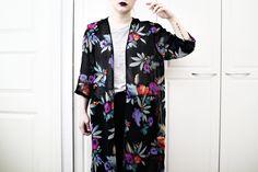 Lauantaimurhetyttö + WST Dark Mesh Floral Kimono
