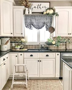 27 Beautiful Christmas Kitchen Decor Ideas And Makeover. If you are looking for Christmas Kitchen Decor Ideas And Makeover, You come to the right place. Here are the Christmas Kitchen Decor Ideas And. Farmhouse Kitchen Decor, Kitchen Redo, New Kitchen, Kitchen Window Decor, Rustic Farmhouse, Kitchen Sinks, Awesome Kitchen, Kitchen Tables, Kitchen White
