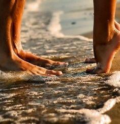 Füße in den Schaumkronen | repinned by hosenschnecke