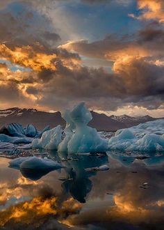 Glacier Lagoon, Iceland. Photo by iuriebelegurschi.