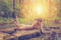 Collaboration artwork with @tytaniafairy  Model @mashamodels @mashacosplays  #fairy #farie #fae #cosplay #light @impliedmagazine @impliedbeautiesmagazine @implied.portraits #light #magical #imagery #beauty #pretty #lightfromwithin