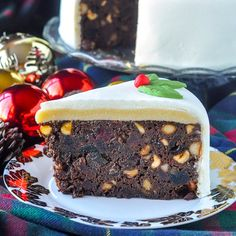 Ultimate Nut Fruitcake - using 5 different delicious nuts including almonds, hazelnuts, macadamia nuts, walnuts & pecan, topped by an almond marzipan layer.