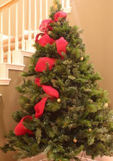The random method for adding ribbon garland to a Christmas tree