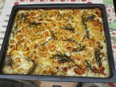 Syrové brambory nastrouháme na slabé plátky. Ve velké míse smícháme smetanu se solí a pepřem (případně další surovinou), nasypeme nastrouhané... Chef Recipes, Gnocchi, Lasagna, Macaroni And Cheese, Potatoes, Cooking, Ethnic Recipes, Fit, Decor