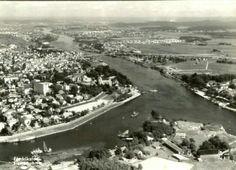 Østfold fylke Fredrikstad. Flyfoto med Fredrikstadbroen og byen. Utg Harstad forlag 1950-tallet