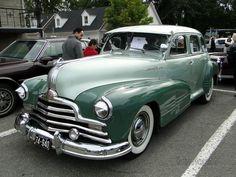 Pontiac Silver Streak 4door sedan-1947 https://www.mixturecloud.com/media/CkWUq5lV not sure if this is the model grampa had