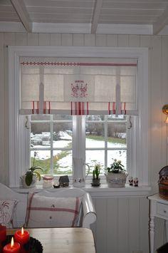 Husmannsplassen i Hidlesundet: Nye julegardiner
