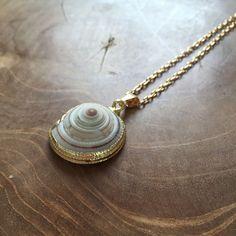 Shell boho ketting met een hanger van schelp met door MotorandTea