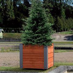 MACETERO SILAOS DE ACERO Y MADERA El macetero Silaos está disponible en tres tamaños y 3 versiones. Está hecho de acero galvanizado y roble y se entrega montado. https://www.martinmena.es/es/macetero-silaos.html #macetero #jardinera #madera #acero