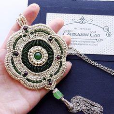 Кулон-мандала с нефритом, гранатами, чешским стеклом, японским бисером. Цена 2500₽ ЗАБРОНИРОВАН) #мастерская_син #sinbead #sinbeadjewelry #jewelry #necklace #mandala#украшение #кулон #нефрит