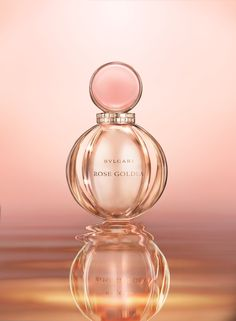 Rose Goldea is a rich oriental scent which includes Damas rose, the queen of flowers.  Bulgari has called upon the renowned master perfumer Alberto Morillas (Calvin Klein's CK One, Lancôme's Miracle) to create this passionate fragrance which reminds us of the love rituals of Egyptian women.