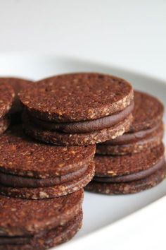 You are in the right place about best biscuits Here we offer you the most beautiful pictures about the noivinhos de biscuits you are looking for. Cookie Recipes, Dessert Recipes, Buffet Recipes, Kolaci I Torte, Biscuit Cookies, Oreo Biscuits, Mini Desserts, Mini Dessert Shots, Healthy Cookies