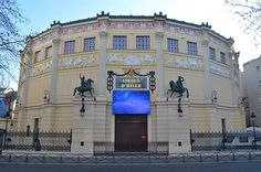 Découvrez notre sélection des 6 salles de spectacle parisiennes qui font véritablement la fierté des Parisiens...